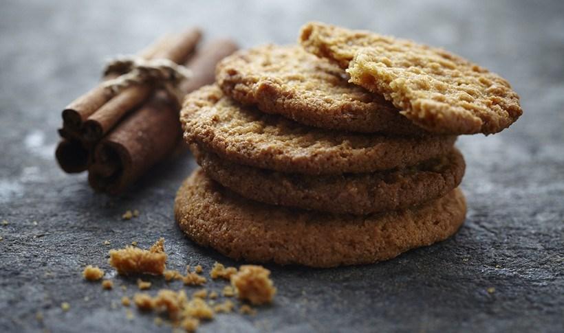 Μπισκότα με κανέλα καισταφίδες