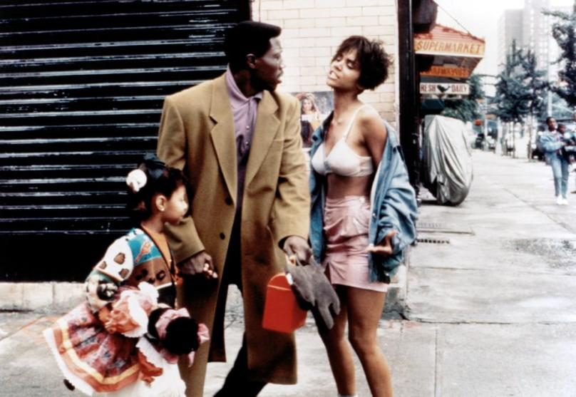 JUNGLE FEVER, from left: Veronica Timbers, Wesley Snipes, Halle Berry, 1991. ©Universal Pictures