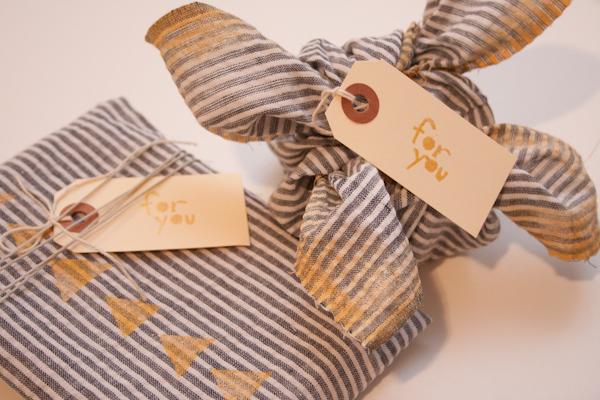 Old-Shirt-Gift-Wrap-DIY.jpg