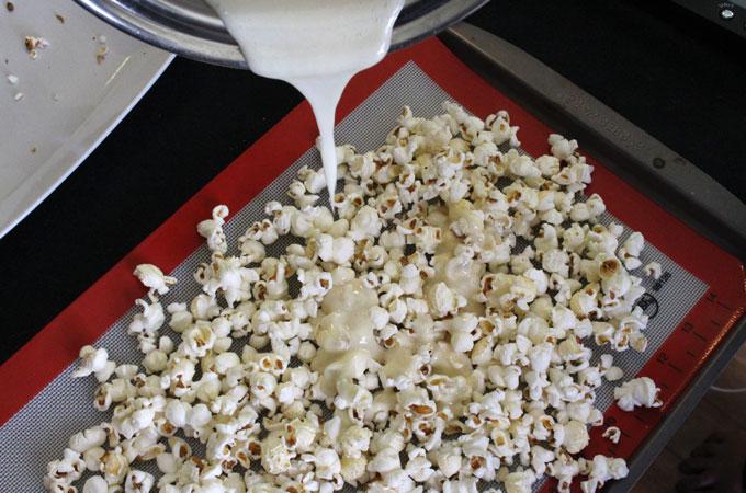 santa-crunch-christmas-popcorn-marshmallowmixture2.jpg