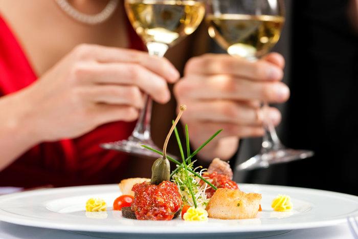Τα ψυχολογικά κόλπα των εστιατορίων για να παραγγέλνουμε περισσότερο!