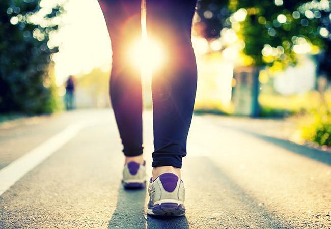 Γιατί βαδίζουμε και παραμιλάμε; Είναιανησυχητικό;