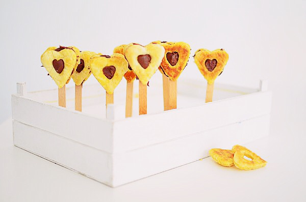 romantic-valentine_s-day-desserts-recipe-cake-pops-heart-pops-puff-pastry-nutella-chocolate-2-ingredients-dessert.jpg