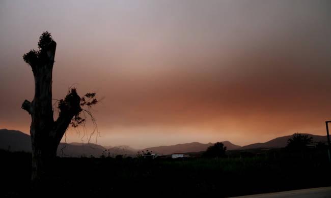Καιρός τώρα: Με λασποβροχές, καταιγίδες και αφρικανική σκόνη ηΔευτέρα