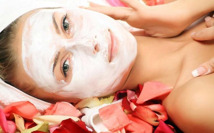 Σπιτική μάσκα προσώπου με τριαντάφυλλο καικαρύδι
