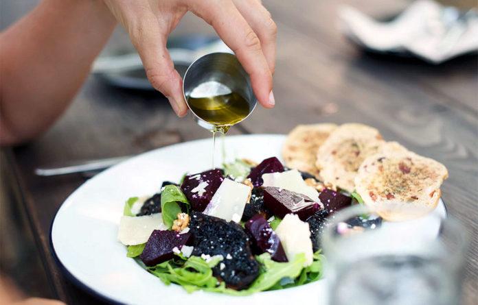 Ποιες τροφές μάχονται την οστεοπόρωση και ποιες τηνενισχύουν;