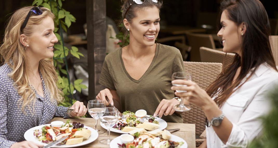 Τα 8 μυστικά των γυναικών που δεν κάνουν ποτέ δίαιτα και παραμένουνλεπτές