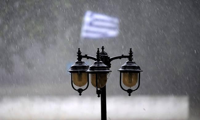 Τα… γυρίζει ο καιρός: Βροχές και καταιγίδες έρχονται από αύριο, Δευτέρα!