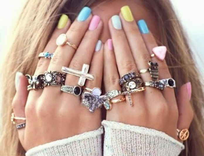 Το nail art επιστρέφει και μας αρέσει πολύ! Εσύ πώς θα κάνεις τα νύχιασου;