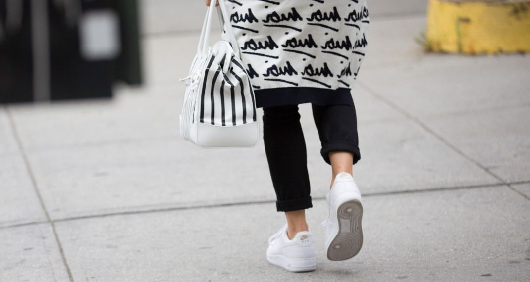 Αυτά είναι τα sneakers που φορούν τώρα όλες οιinfluencers