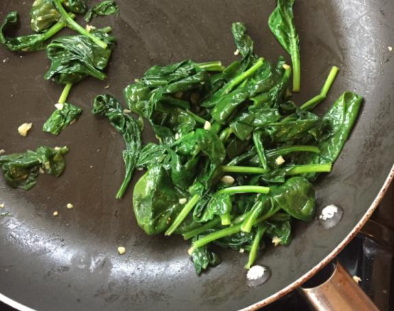 Το twitter έχει κέφια και τα βάζει με τα λαχανικά που λένεψέματα