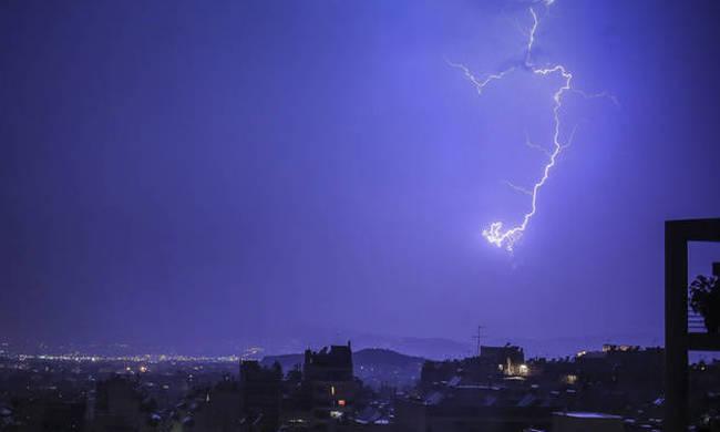 Εντυπωσιακό time lapse βίντεο από την καταιγίδα στηνΑθήνα