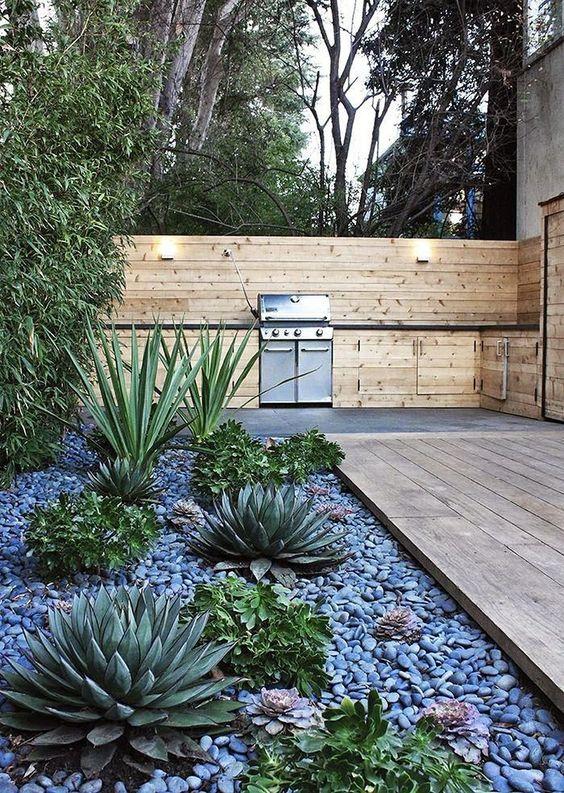 7 Εκπληκτικές Ιδέες για να διακοσμήσεις τον κήπο σου με μικρά & μεγάλαβότσαλα!