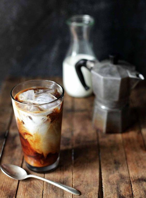 Αυτά είναι τα νέα χάρτινα καλαμάκια που θα πίνουμε καφέ από εδώ καιπέρα