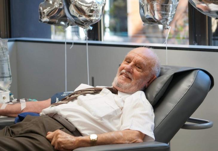 «Ο άντρας με το χρυσό χέρι»: Έσωσε 2,4 εκατομμύρια μωρά δίνοντας αίμα για 60χρόνια