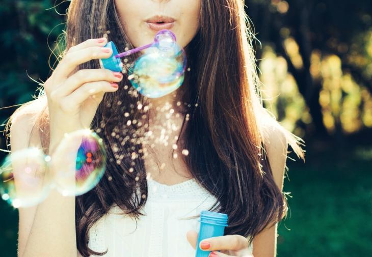 Η «μαγική» ουσία που διατηρεί το δέρμα σου νέο και οι τροφές που θα τηβρεις