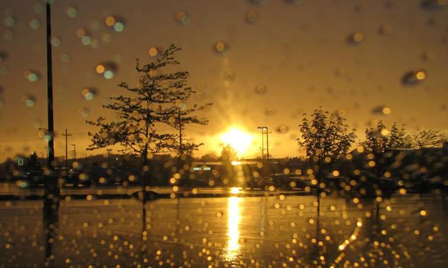 Ο καιρός «τρελάθηκε»: «30άρια» με βροχές καικαταιγίδες!