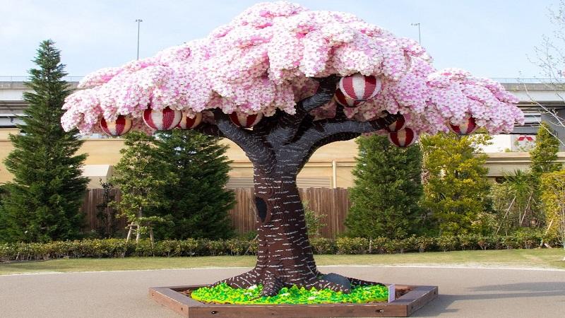 Ρεκόρ Γκίνες: 881.470 τουβλάκια συνθέτουν τη μεγαλύτερη ανθισμένη κερασιά τουκόσμου