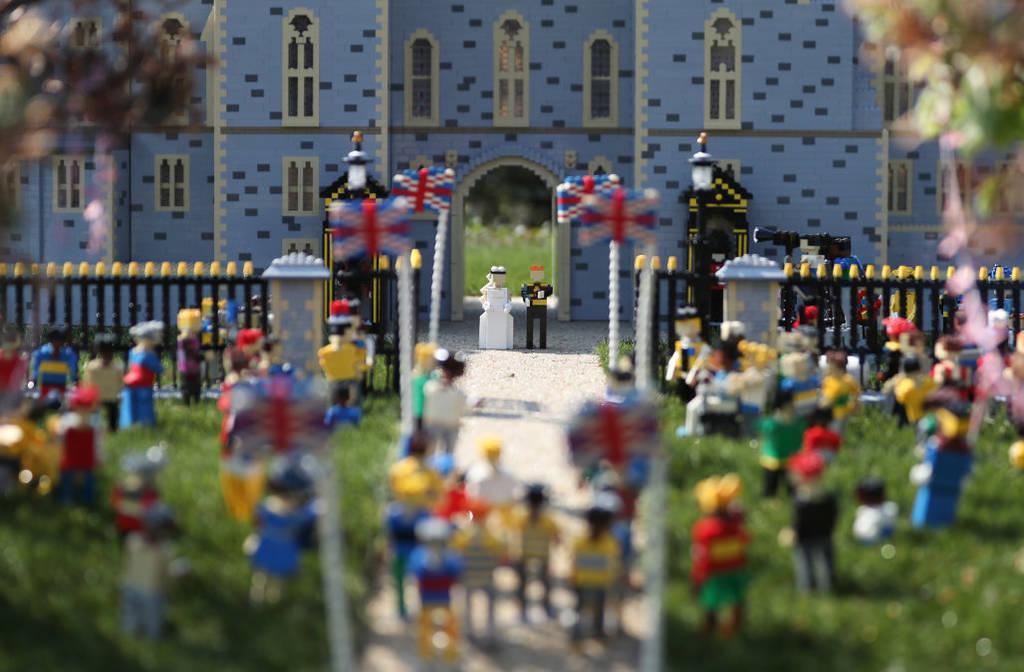 Ο βασιλικός γάμος του Πρίγκιπα Χάρι και της Μέγκαν Μαρκλ τώρα και σε… Lego(pics)