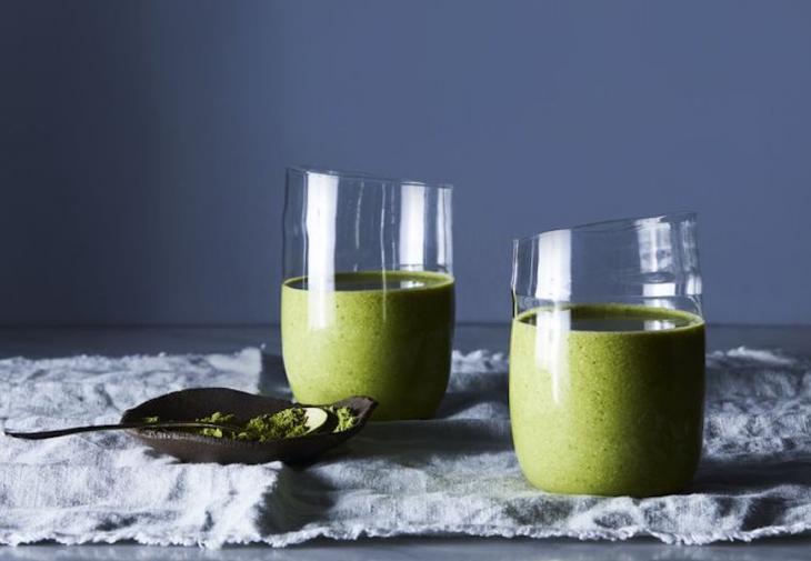 Ξεκινάμε τα μαγικά πράσινα smoothies, γιατί το καλοκαίρι πλησιάζει ή μάλλον…ήρθε