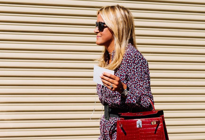 To μυστικό για να μοιάζει πιο ακριβή η τσάντα σου είναι αυτό το εφέ[εικόνες]