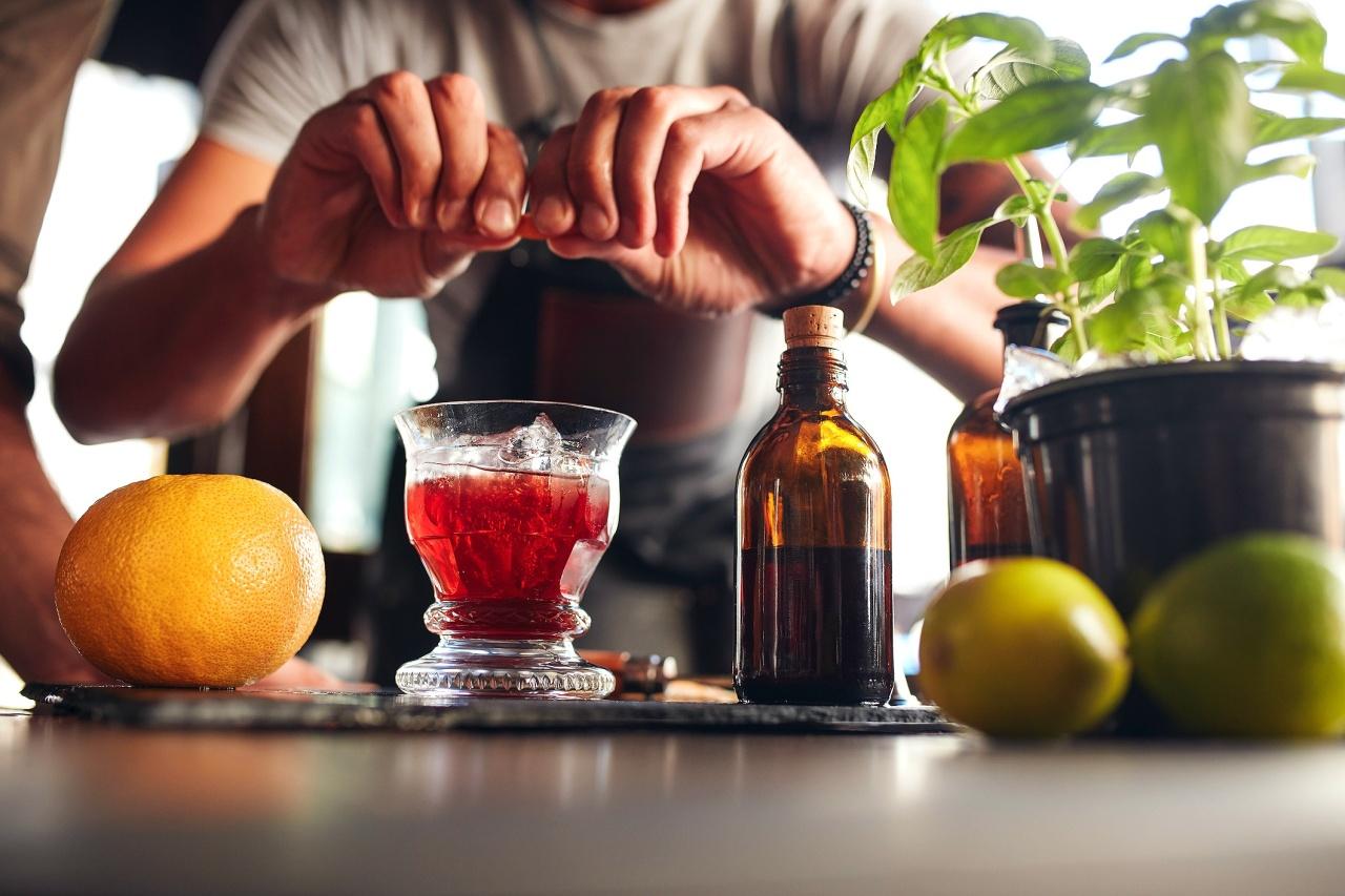 Τα ποτά και τα cocktails που φτιάχνουν οι bartenders όταν θέλουν ναεντυπωσιάσουν