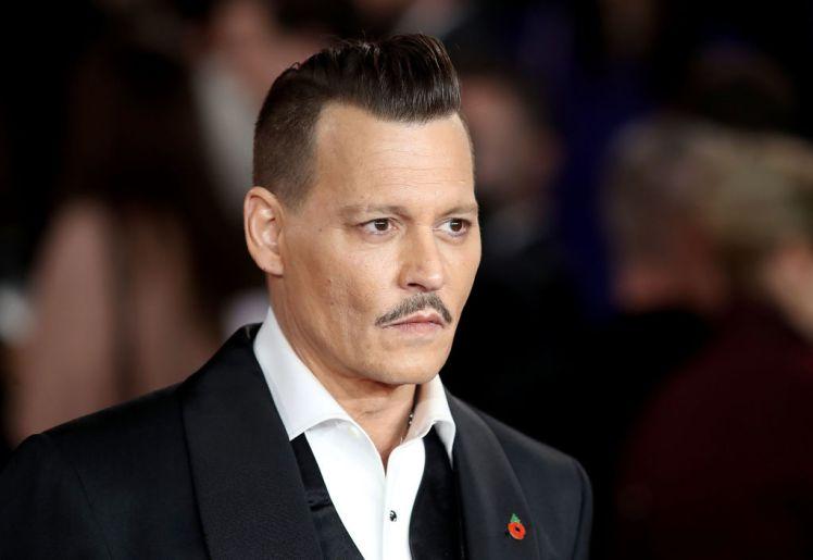 Ο χρεοκοπημένος Johnny Depp έδωσε μια συνέντευξη πουσοκάρει