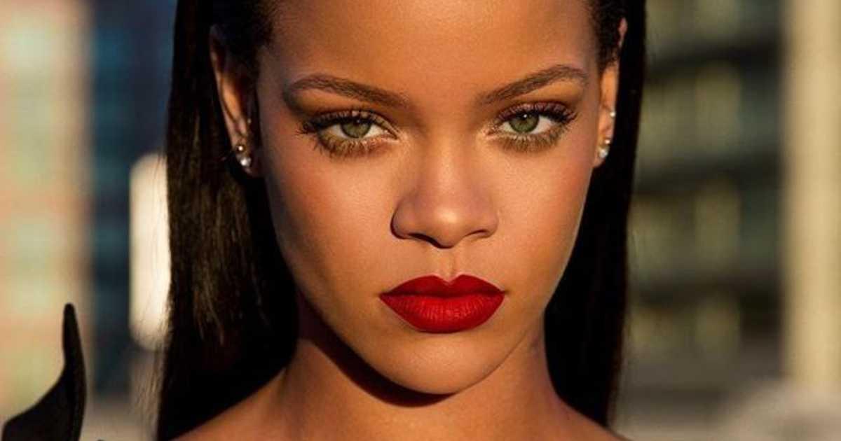 Ξέχνα το μαύρο eyeliner. Tο λευκό της Rihanna είναι η νέα τάση τουκαλοκαιριού