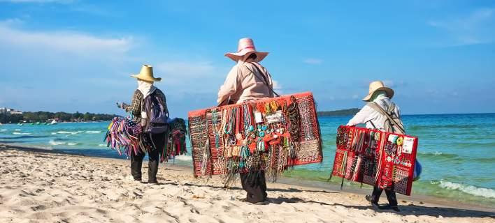 Τολμήστε να αγοράσετε μαϊμού καπέλα σε παραλία στην Ιταλία –Κινδυνεύετε με πρόστιμο 7.000ευρώ!