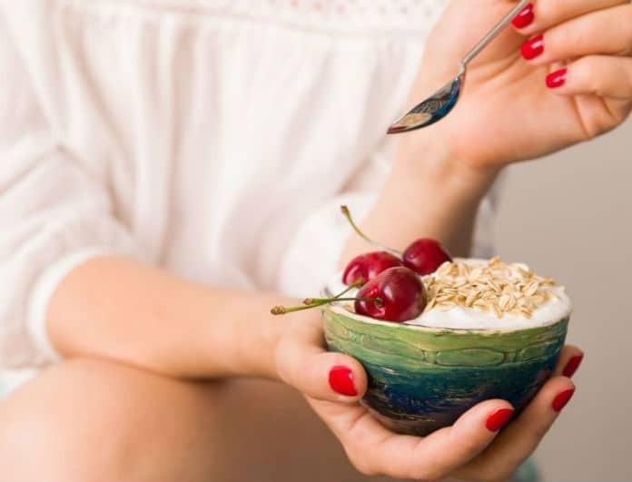 Ποιο σνακ θα σε βοηθήσει να χάσεις εκατοστά από την κοιλιάσου;