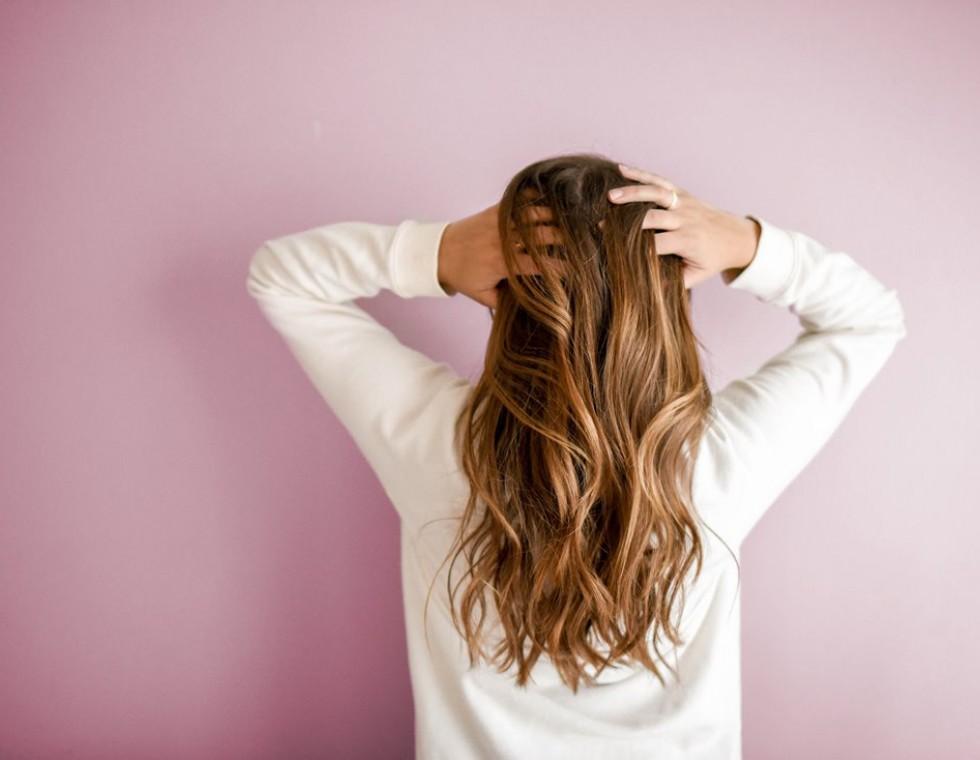 Γιατί τα μαλλιά σας λαδώνουν τόσοεύκολα;