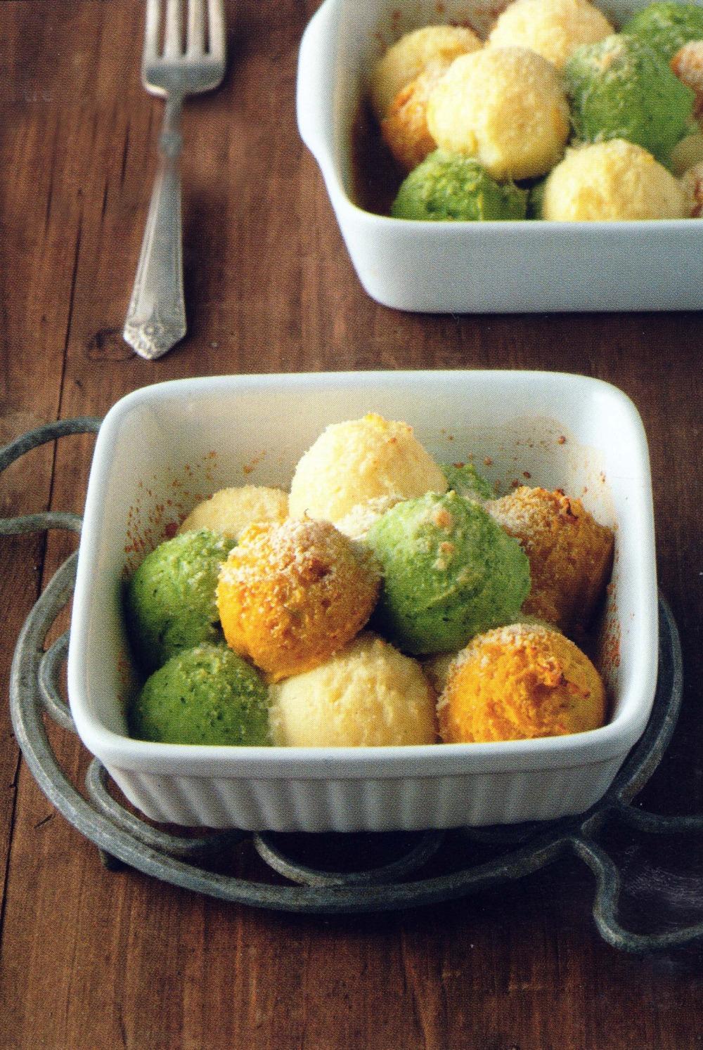 Πολύχρωμα σουφλέ πατάτας μελαχανικά