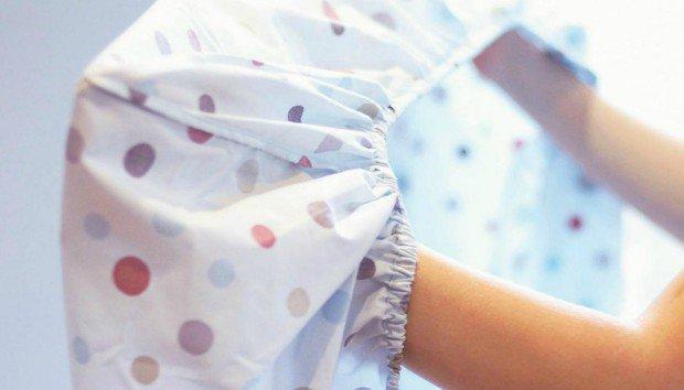 O πιο Έξυπνος Τρόπος για να Διπλώσετε το Σεντόνι με Λάστιχο(VIDEO)