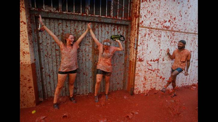 2018-08-29T103912Z_842865626_RC11771CDE00_RTRMADP_3_SPAIN-CULTURE-TOMATO-FIGHT.JPG