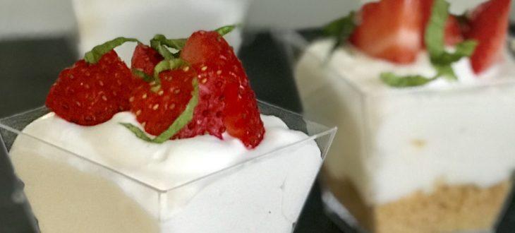Πανεύκολη συνταγή για ατομικά cheesecake γιατί σήμεραγιορτάζουμε!