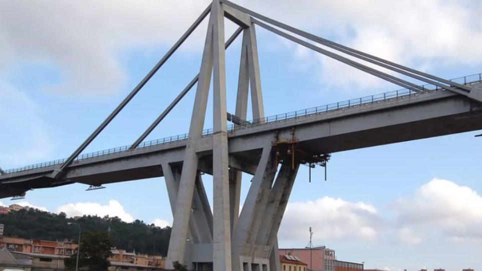 Γένοβα: Φωτογραφία-σοκ δείχνει την ερειπωμένη γέφυρα Μοράντι λίγο πριν τηνκατάρρευση