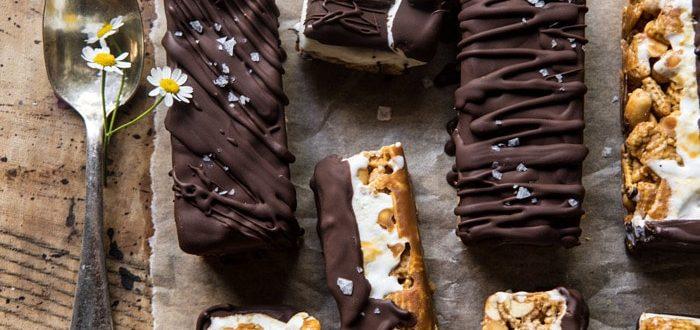 Παγωτό με σοκολάτα, καραμέλα και δημητριακά δεν έχειςξαναδοκιμάσει!