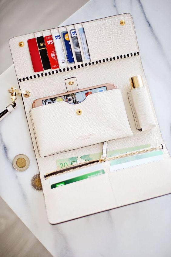 Όσα πρέπει να έχεις στο πορτοφόλι σου και όσα πρέπει να πετάξειςASAP