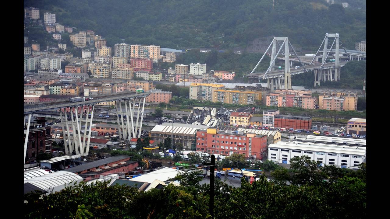 Ενός λεπτού σιγή στη Γένοβα έναν μήνα μετά την κατάρρευση της γέφυραςΜοράντι
