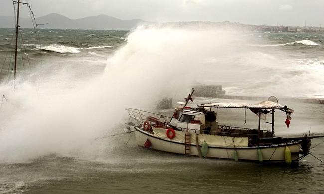 Άνεμοι 9-10 μποφόρ κι απαγόρευση απόπλου | Κλειστά σχολεία σενησιά