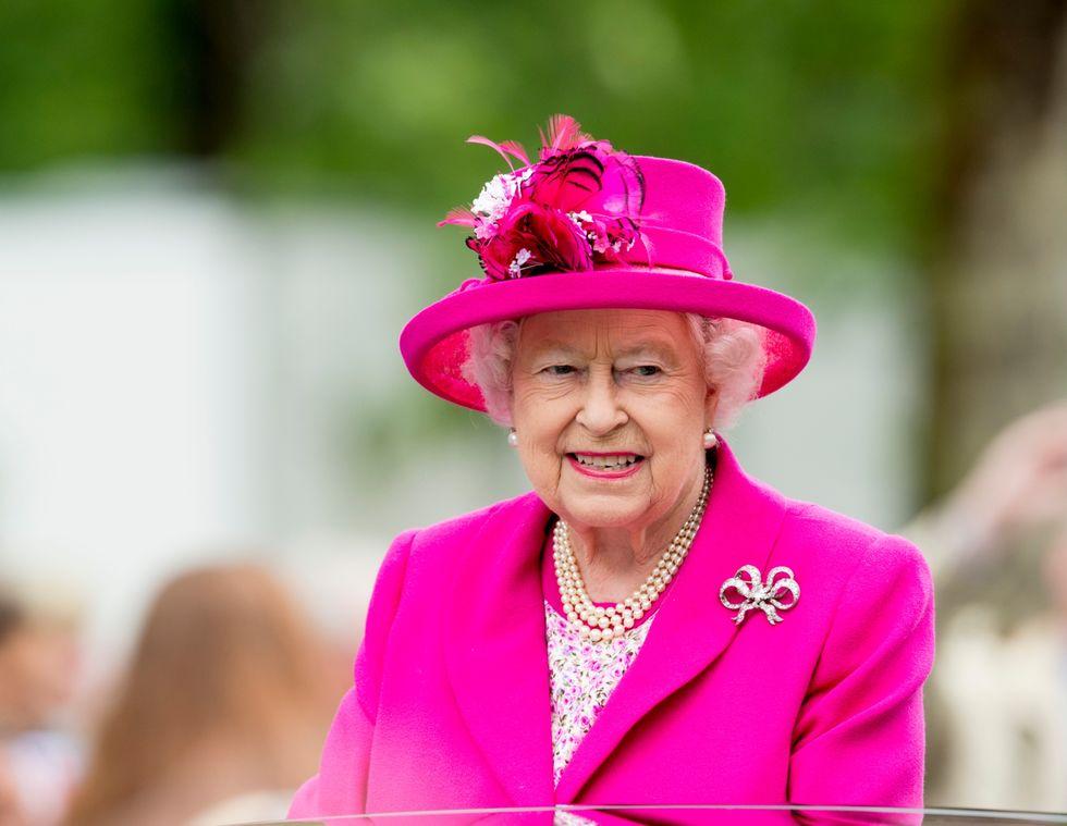 Το στιλιστικό trick της βασίλισσας Ελισάβετ μόλις έγινε trend στο New York FashionWeek