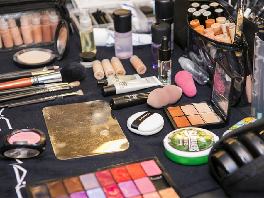 Κάντε το όπως οι beauty editors: Πως θα οργανώστε σωστά τα καλλυντικά σας για τη νέασεζόν