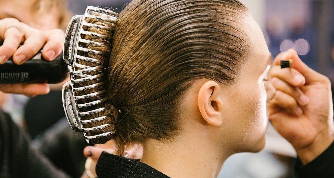 Αυτά είναι όλα τα αξεσουάρ μαλλιών που θα πρωταγωνιστήσουν το φθινόπωρο -Απευθείας από ταrunways