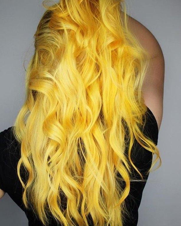 kitrina-mallia-genz-yellow-hair-trend-6.jpg
