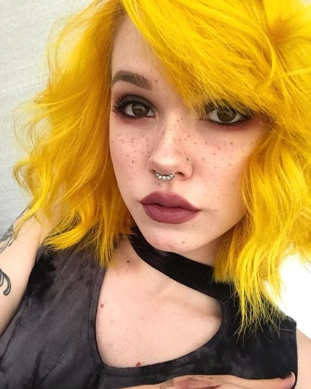 kitrina-mallia-genz-yellow-hair-trend-7.jpg