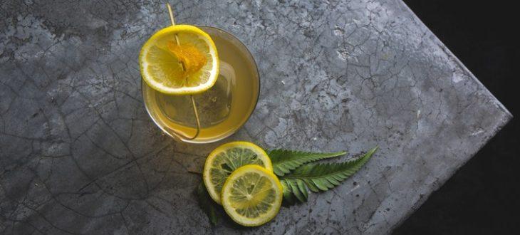 Οι άνδρες και οι γυναίκες αντιδρούν διαφορετικά στο ποτό. Πώς τουςεπηρεάζει;