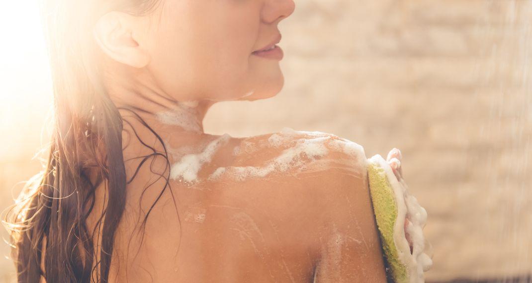 To λάθος που κάνει μια γυναίκα όταν πλένεται στο ντους και βάζει σε κίνδυνο την υγείατης