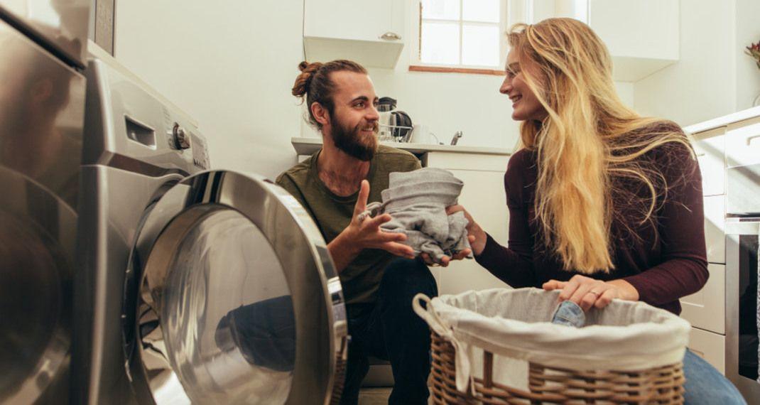 Μπορούμε να πλένουμε μαζί τα καθαριστικά πανιά και τα ρούχα μας στο πλυντήριο; Οι ειδικοίαπαντούν