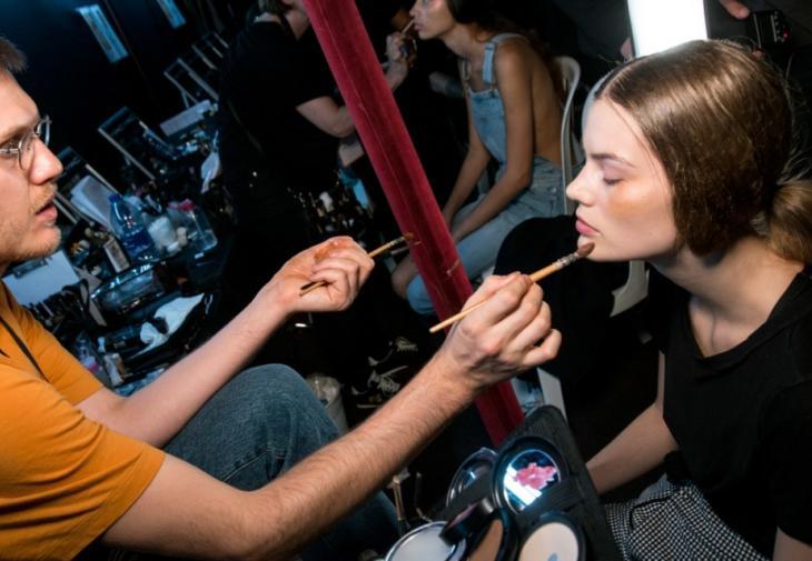 Το μυστικό όλων των make up artists για αψεγάδιαστο μακιγιάζαποκαλύφθηκε!