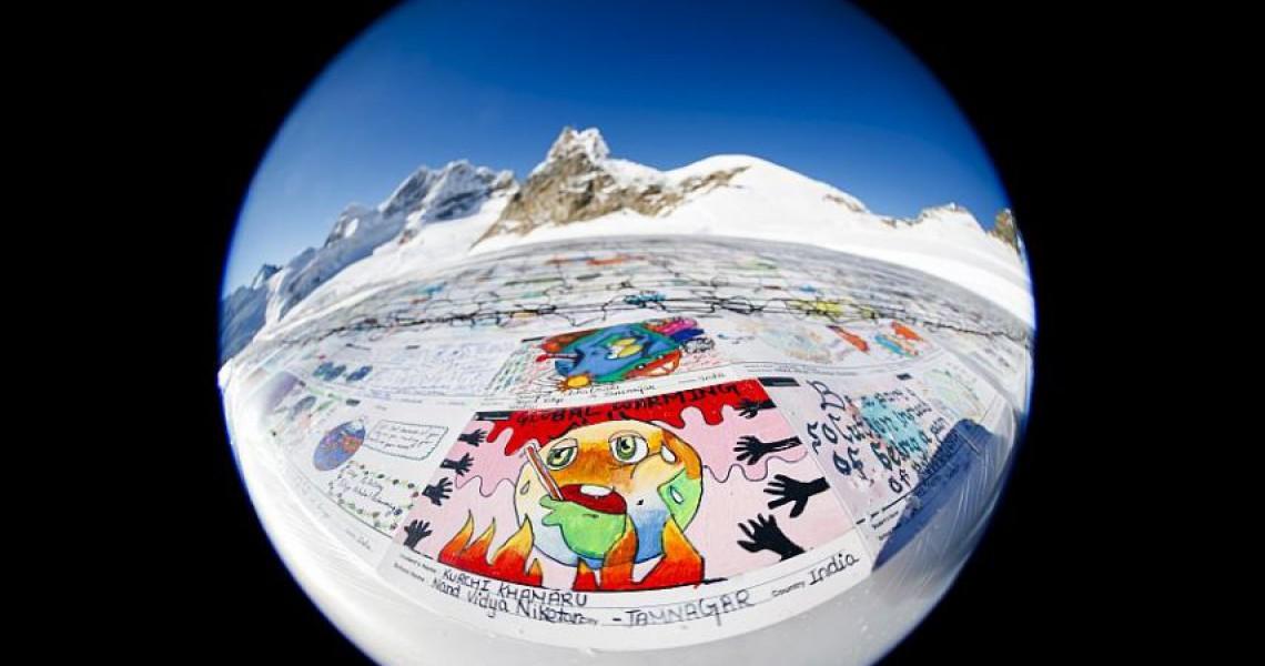 Ρεκόρ Γκίνες για τη μεγαλύτερη καρτ ποστάλ – Με μηνύματα για την κλιματικήαλλαγή
